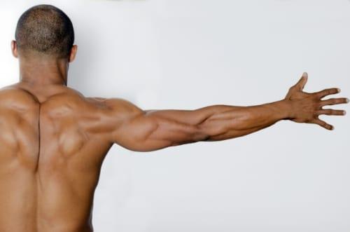 老化の出発点となる広背筋の衰えを改善する「ロコムーブ」とは?|『老けない身体を一瞬で手に入れる本』