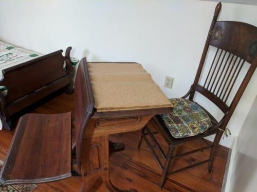 ヘレンケラーが実際に使っていた椅子と点字図書