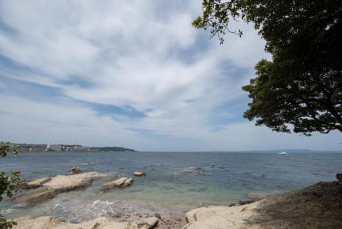 浦賀・燈明堂付近から黒船が停泊した地点を望む。激動の時代はここから始まった。