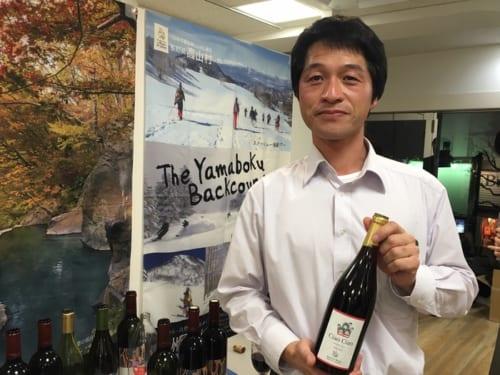クラウド・ファンティングを利用してワイナリーを設立した「カンティーナ・リエゾー」生産者の湯本康之さん。