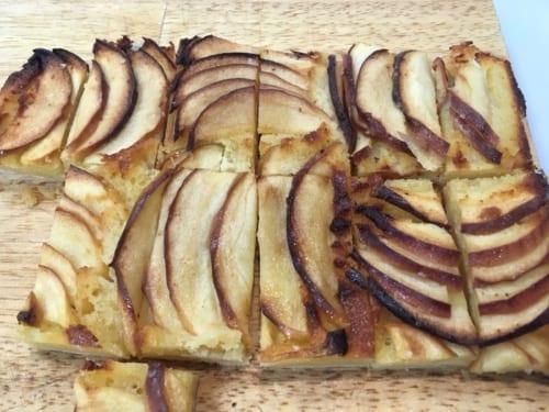 高山村のリンゴを使ったデザートのタルトも「美味しい」と集った人々に評判だった。