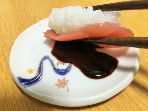 燻製した醤油でお寿司や、オリーブオイルで冷や奴
