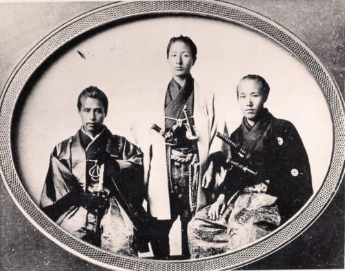 ブルック家に伝来する写真。左から勝海舟、赤松大三郎、小野友五郎。いずれも咸臨丸に乗船していた(G・Mブルック4世蔵)