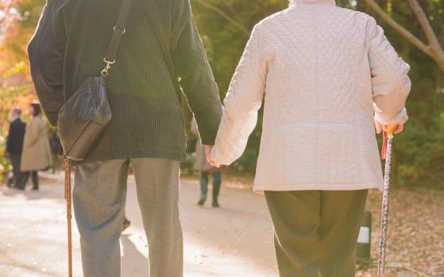 親の終の棲家をどう選ぶ?| 「最期まで二人一緒に」 同じ老人ホームに入居した両親【後編】
