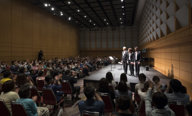 クラシックのコンサートとはいえ、観客はカジュアルな服装で会場に入ることができる。(c)teamMiura