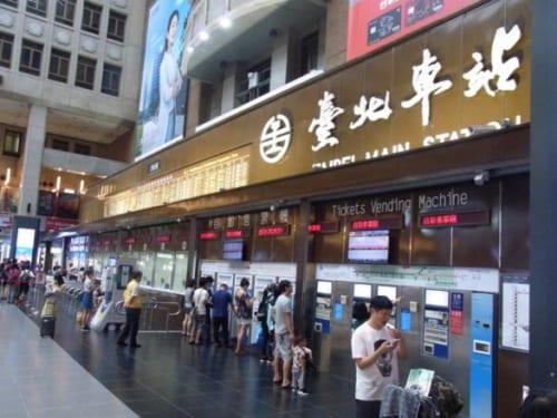 台北駅1階の台鉄切符売り場。