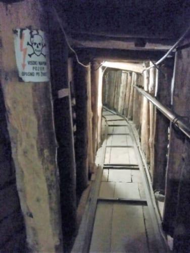 保存されているトンネル内部。当時、照明はなかった