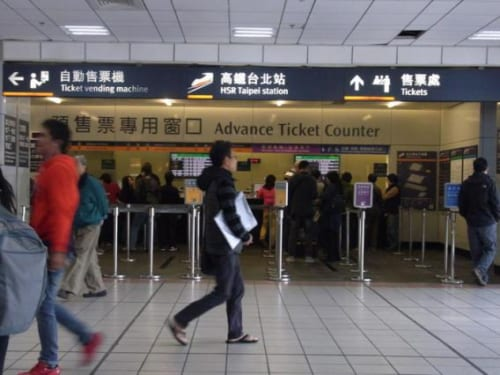 こちらは同じく台北駅1階の高鉄切符売り場。