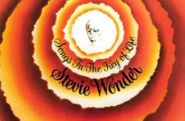 「イズント・シー・ラヴリー」のオリジナルが収録されたスティーヴィー・ワンダー『キー・オブ・ライフ』(モータウン)。