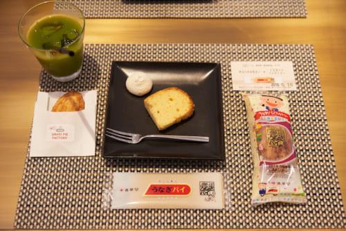 ツアーに参加すると、その他にもシフォンケーキや飲み物、お土産のうなぎパイミニもいただけます。