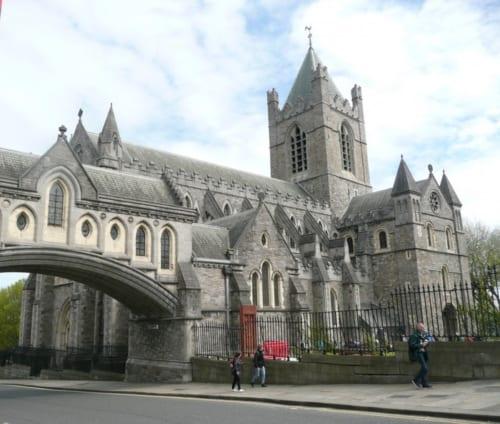 11世紀に建てられたクライストチャーチ大聖堂。驚くべきことだが、中世からこの神聖なる場所のすぐそばに売春宿や酒場があった。