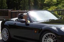 茂幸さんの愛車は、ブラックのボディカラーが希少なオープンカー。その出会いと物語は【後編】にて語ります。