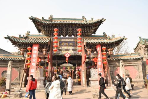 平遥古城の守り神として参拝者が集まる城隍廟