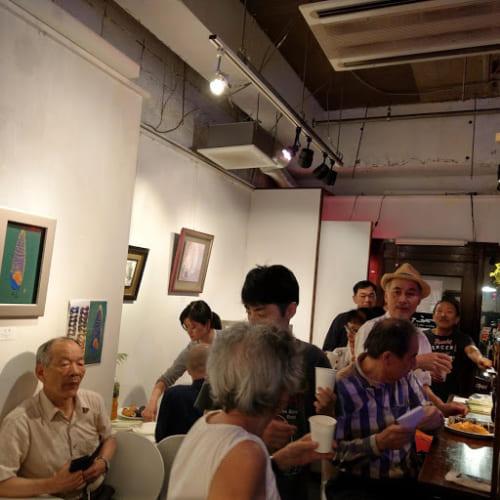 平野さんの個展も開かれました。多くの人が訪れ、活気がありました。