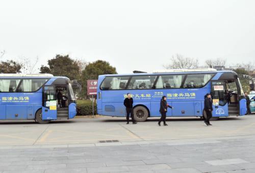 秦始皇帝陵の出入口から西安駅へとアクセスする路線バス