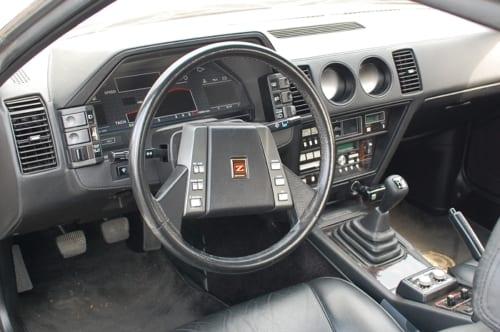 300ZX50thアニバーサリーのインストルメントパネルとその周辺。この時代の高級車が「宇宙船のコクピットのよう」と称される理由がよく分かります。