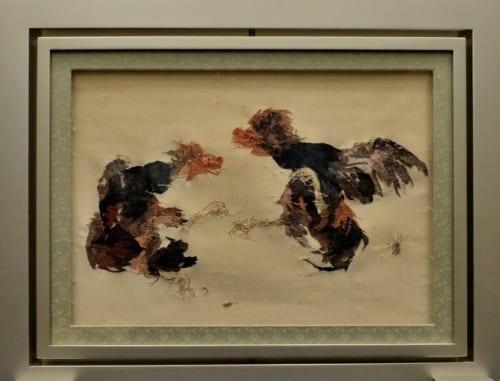 竹内栖鳳の蹴合いを立体織で表現。表裏の違いが打ち出された味わい深い作品です。