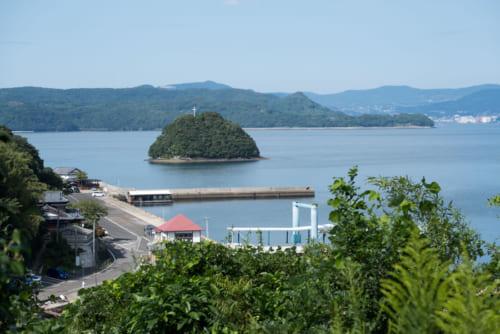 (スケッチと実写) 横瀬浦公園からは、八の子島がみえる。