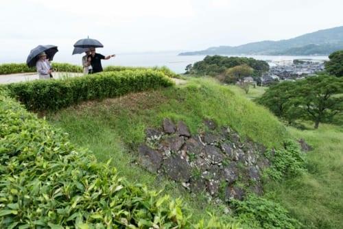 石垣が残る原城跡で。