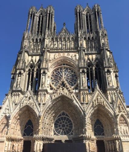 シャンパーニュの中心地・ランスに建つ大聖堂。この街のシンボル的存在。その周辺で、多くの試飲会が開催される。