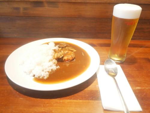 ハピイカレー(昼500円、夜650円)、ビール500円