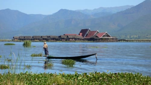 ミャンマー インター族の湖上生活風景