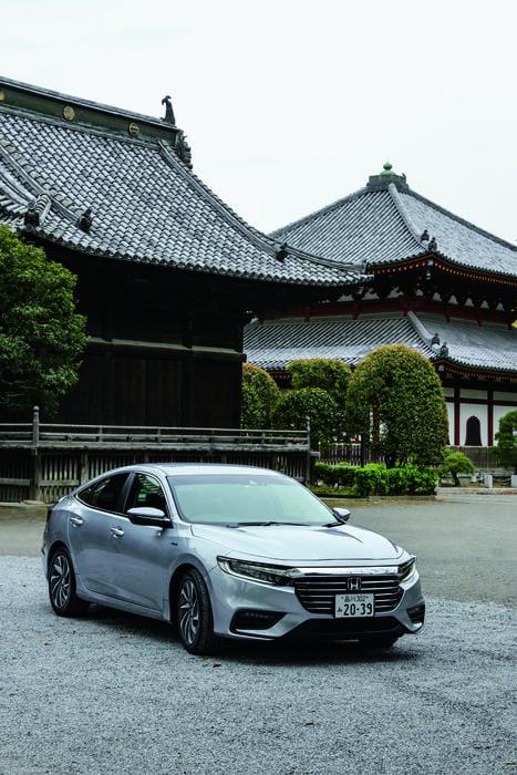 約5年ぶりに日本市場に復活したインサイト。車体は大型化し、全幅は1.8mを超える。低重心設計で、走行安定性は極めて高い。