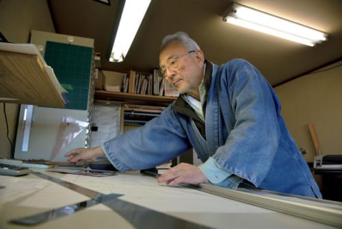 60歳を機に、『鵤工舎』トップを長男に譲った。今、小川さんは図面を描くのが一番楽しいという。栃木県・矢板の寺山観音寺に5年後に着工予定のお堂の設計図を描く。