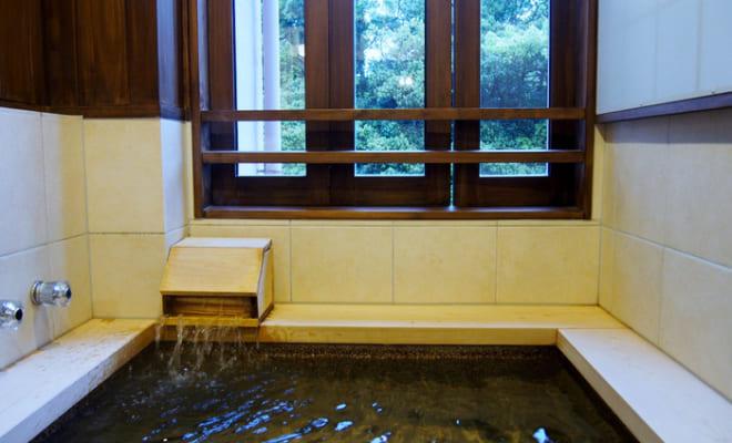 旅館大村屋の客室の源泉掛け流し温泉
