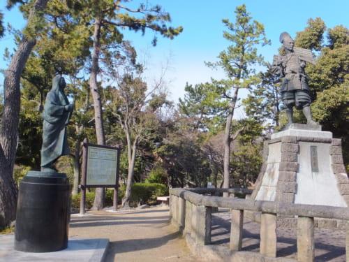 清州公園に立つ「信長公出陣の像」
