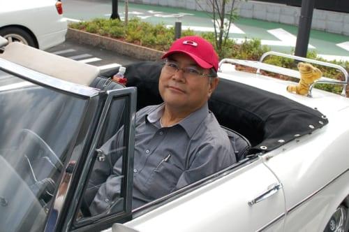 純一さんの愛車は、懐かしい三角窓を持つ左ハンドルのオープンカー! アメリカで購入した愛車との物語は【後編】にて語ります。