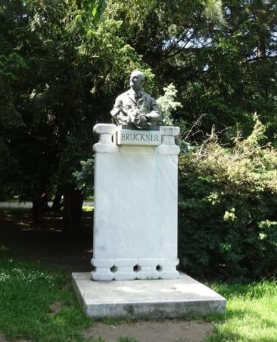 ●市民公園のシュトラウス像、シューベルト像など