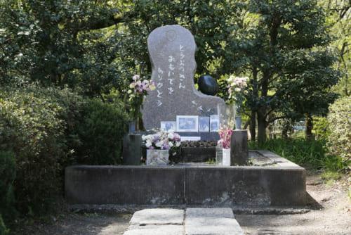 多摩動物公園内にある慰霊塔には写真も飾られている