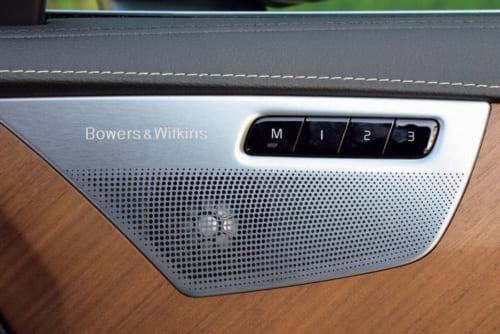 19基のスピーカーとサブウーファー(低音用スピーカー)で構成される英国の高級オーディオ「バウワース&ウィルキンス」を注文装備できる。