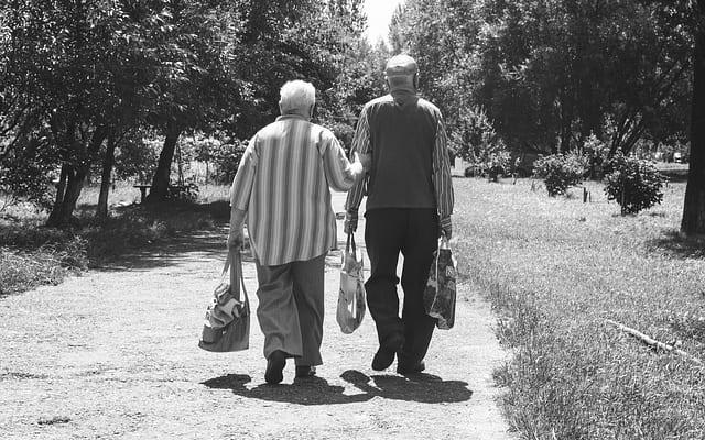 人生100年時代、ボーッと生きてたら老後はピンチ!?|50代会社員夫婦の定年対策