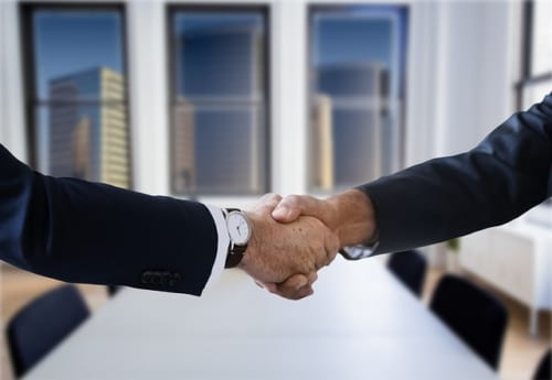 アルムナイ(退職者)とのつながりが社員の仕事にプラスの影響