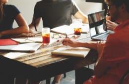 【ビジネスの極意】「社内新聞」「社員食堂」「社員研修」|社員のコミュニケーションを活性化する方法