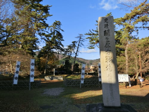 「徳川家康最後陣跡」のすぐ隣に田中吉政陣跡が残る