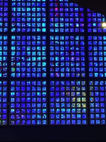 ロワールの青いステンドグラス
