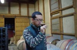 酒井ワイナリーのワインは決して高価ではないが、「他国の3000円代のワインと比較して、よりいいと思ってもらわなければいけない。危機感がある」と話す。