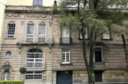 INBA(メキシコ国立芸術院)から建築遺産の指定をうけた建物も多く残り