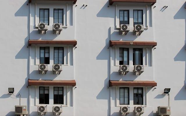 猛暑でもエアコンの効きを良くするには、室外機に秘密あり!? 室外機のケアをしている人はわずか16.2%