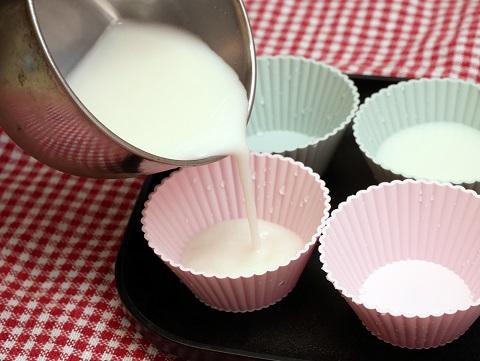 シリコンカップは柔らかいので固まった後で取り出しやすい