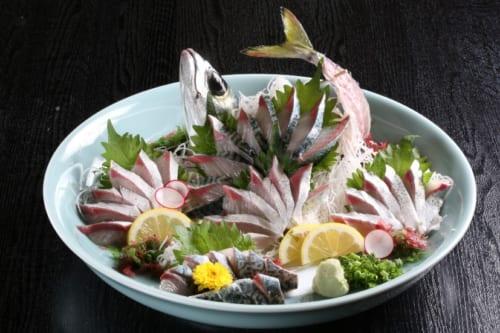 「長崎ハーブ鯖」の活け造り。3240円(税込)