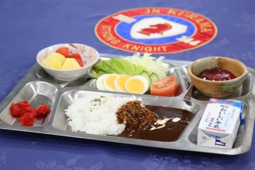 給食のような風情の「佐世保鎮守府カレー」。※写真はイメージ。