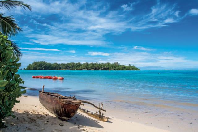 美しい海に囲まれたラロトンガ島。ここムリビーチは島を代表するビーチで、遠浅のラグーンに、白い砂浜が広がる。