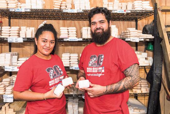 ココナッツの石鹸もクック諸島の名産品で、丁寧にひとつひとつ手作りされる。肌に優しく、保湿や抗菌作用に優れている。