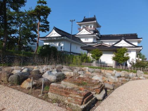 豊臣秀吉によって破却された富山城。江戸時代に前田家の分家が独立し、居城として改修した。現在の天守は昭和29年に建造