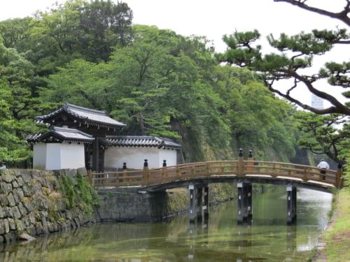 和歌山城は羽柴秀長が標高48mの小山に居館を築いたのが始まり