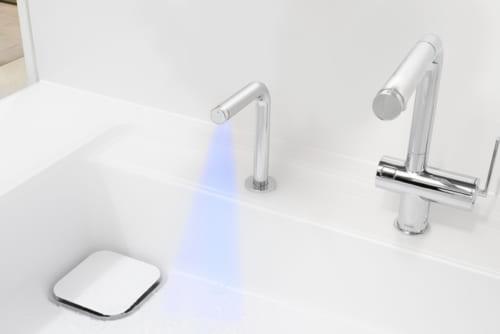 「きれい除菌水」は、水に含まれる塩化物イオンを電気分解して作られた除菌成分(次亜塩素酸)を含む水。ヌメリや黄ばみ、ふきんのにおいなども抑制する効果がある。